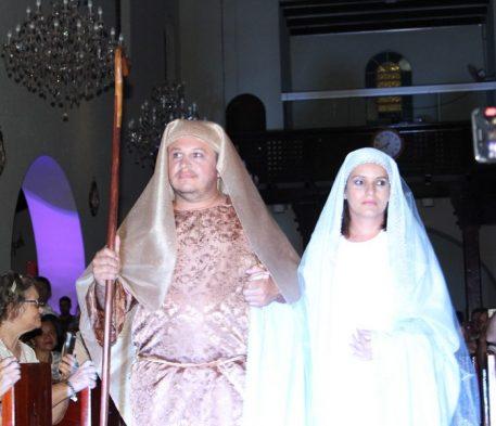 Missa do Santíssimo conta apresentação de Presépio Vivo