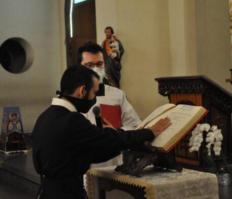 Fr. José Aparecido fez a Profissão de Fé e Juramento de Fidelidade